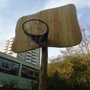 houten basket voor basketballen